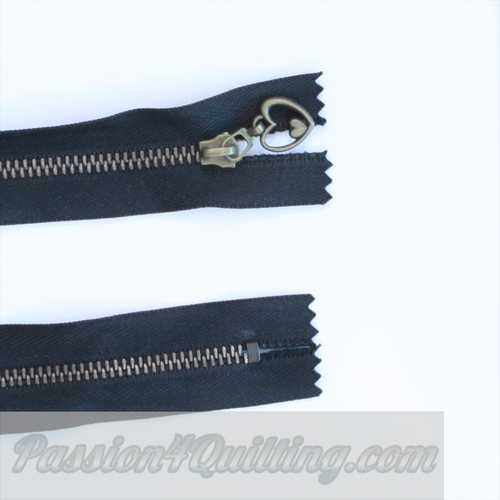 24cm black metal zip with heart pull