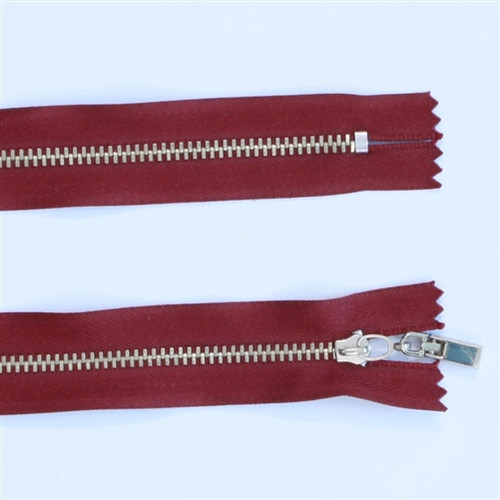 19cm Red metal zip