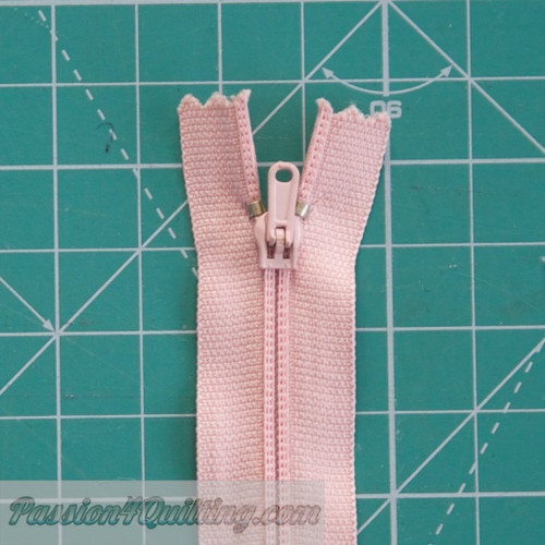 Conventional zipper light pink 26cm