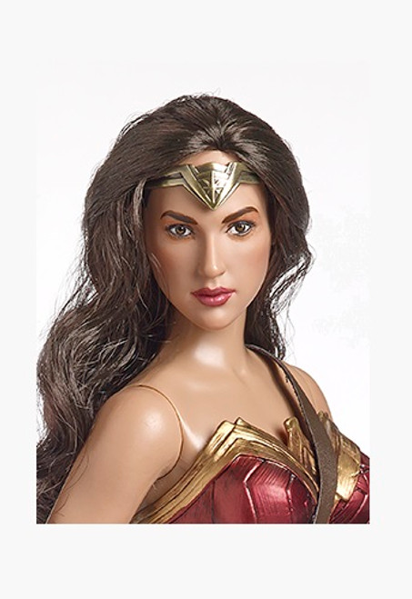 "2018 Tonner 16"" WONDER WOMAN DELUXE BUNDLE (Doll, Sword, Shield & Stand) SEALED!"