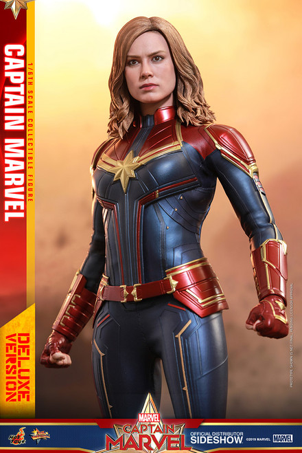 CAPTAIN MARVEL Deluxe Version Sixth Scale Figure by Hot Toys MMS522