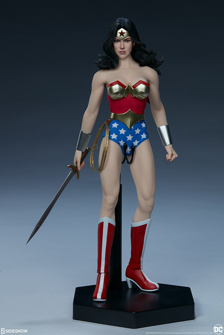 DC Comic WONDER WOMAN Sixth Scale Phicen Figure by Sideshow Collectibles