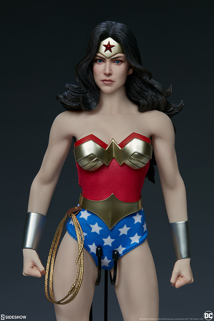 DC Comic WONDER WOMAN Sixth Scale Figure by Sideshow