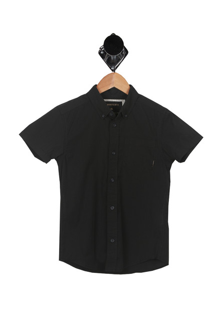 Front show  short sleeve tee  with collar-stay buttons, single front pocket.