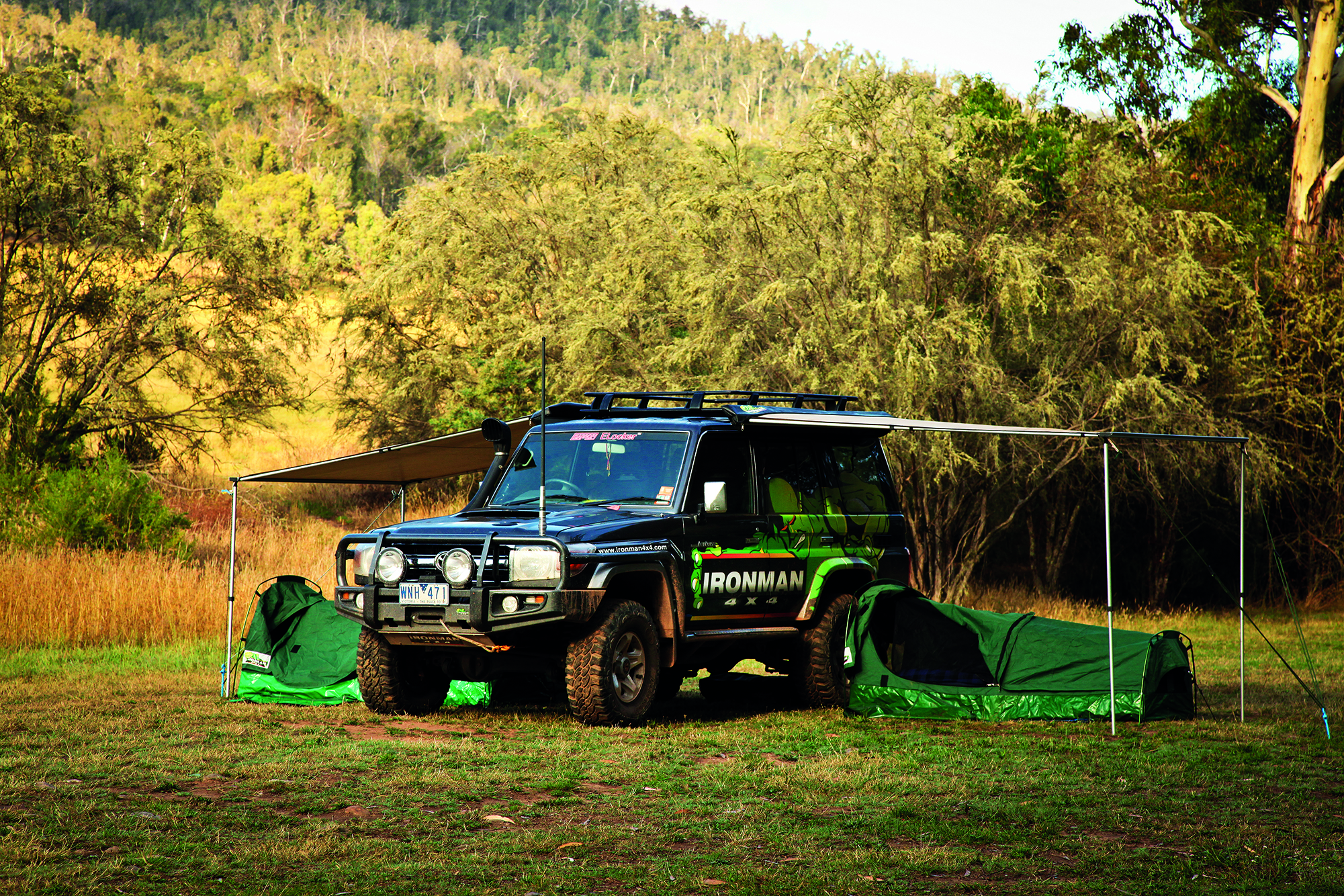 awning-on-76-landcruiser.jpg