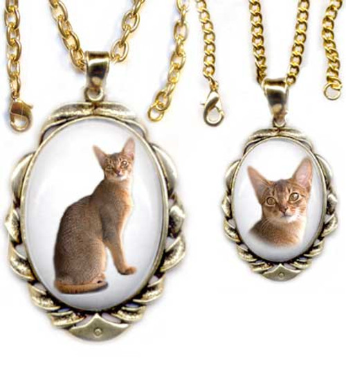 Sorrel Abyssinian Cat Gemstone Pendant - Gold