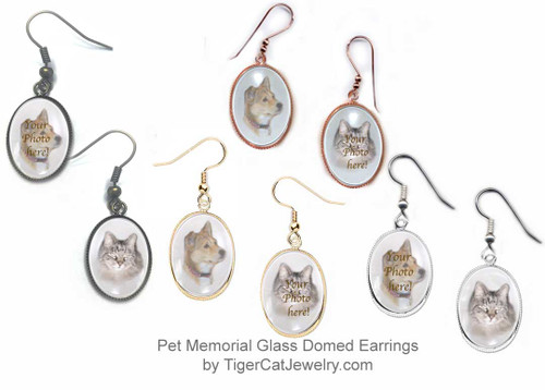 A Pet Memorial with your favorite photo is featured on Glass Domed Earrings. Choose your favorite metal color: gold, silver, copper or bronze.  Available  for pierced or non-pierced ears.