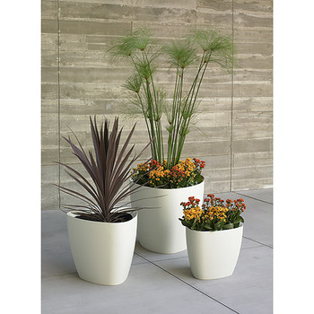 Peter Pepper Tria Fiberglass Planters Group