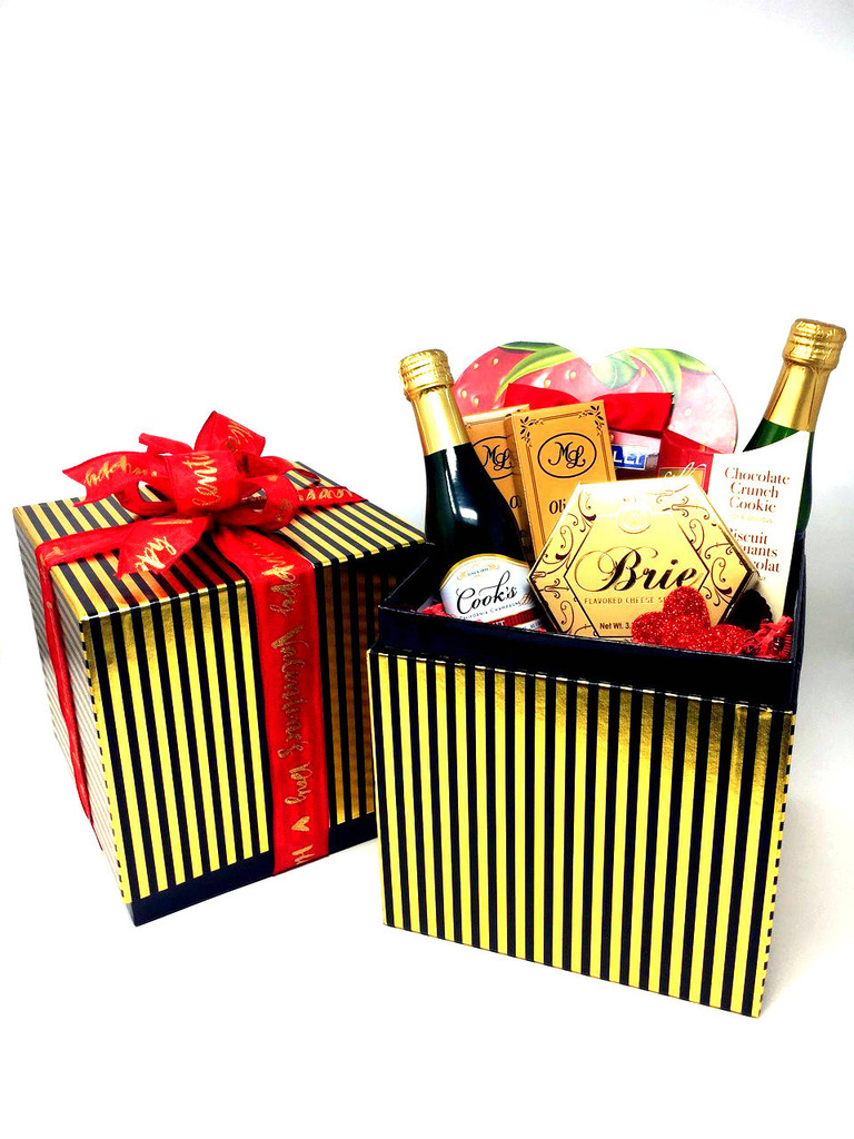 Full of luxurious treats, this is a beautiful gift to share with your Valentine.