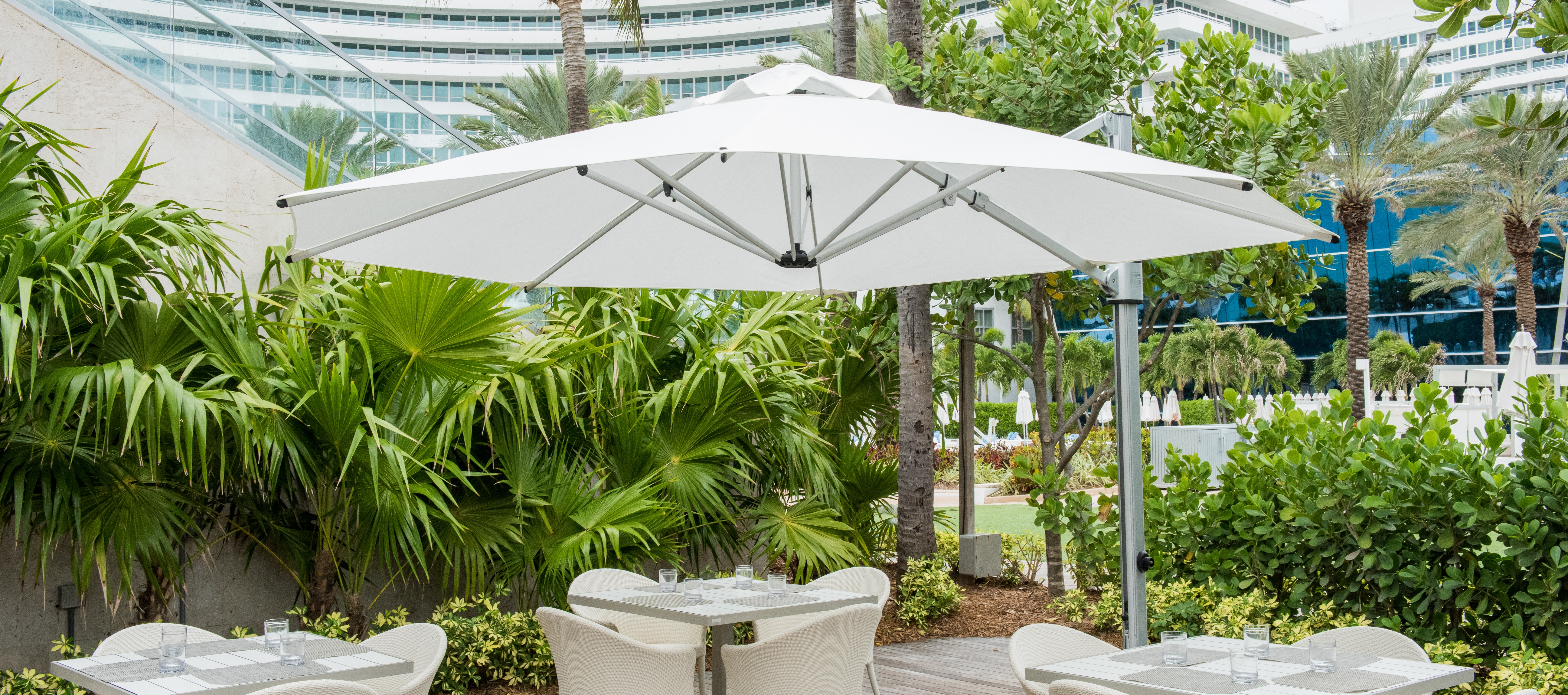 commercial-cantilver-umbrella-white-lifestyle.jpg