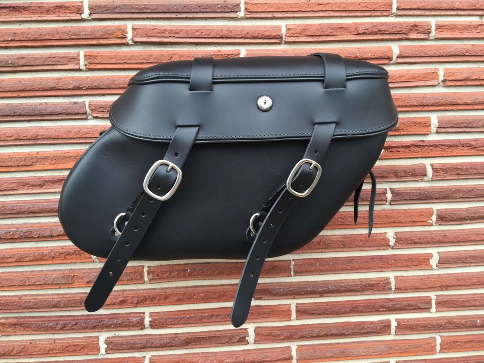 Classic Series Dyna Saddlebags - Single