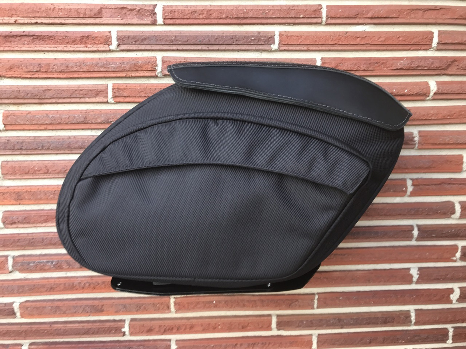 Retro Series V2 Dyna Saddlebags - Single