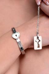 Cuffed Locking Bracelet and Key Necklace (AF916)
