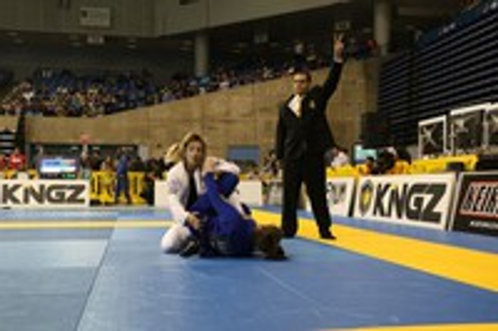Pati Fontes (Checkmat BJJ) fierce competitor while developing the next generation of Athletes!