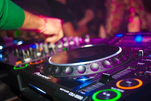 audio-mixer-close-up-deejay-2381596