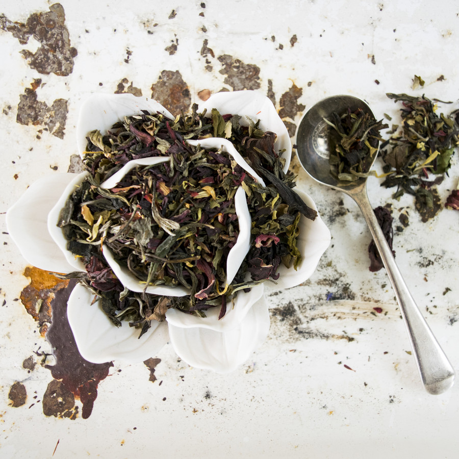 White and green tea with hibiscus, flowers and natural flavor