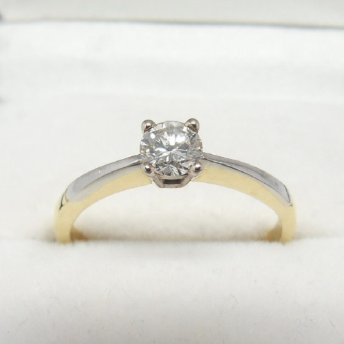 Sparkly 18ct gold diamond solitaire ring size M