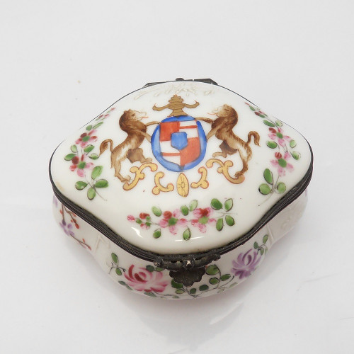 Late Victorian copy of a Chinese armorial and floral decoration trinket box  by Edme Samson of Paris c1890