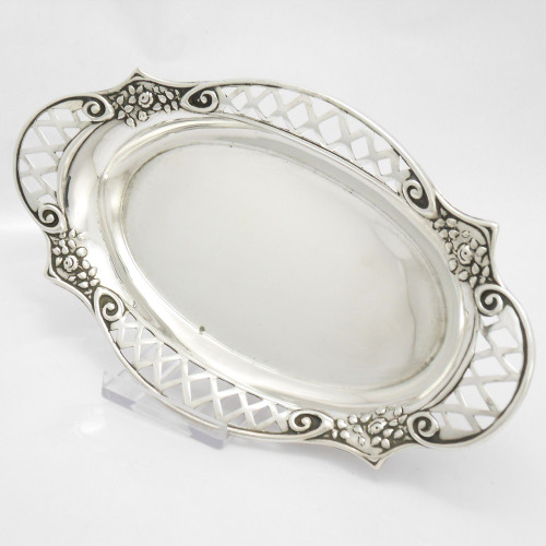 Pretty silver oval Bon Bon Dish  hallmarked  Birmingham 1913 by Henry Clifford Davis