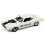 Auto World 1:64 Diecast 1972 Dodge Challenger Rallye - Dover White