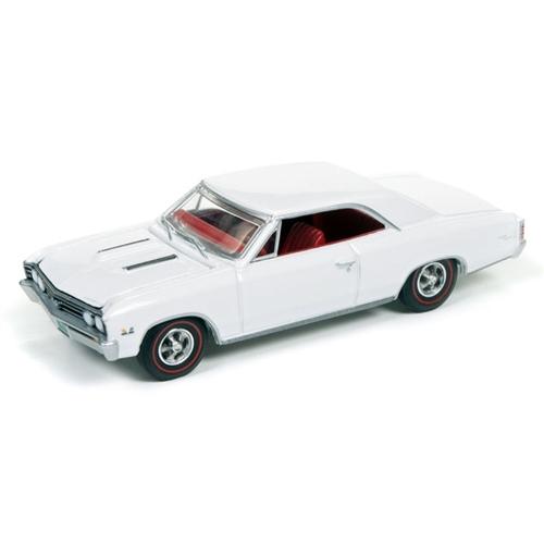 Auto World 1:64 Diecast 1967 Chevrolet Chevelle - Gloss White