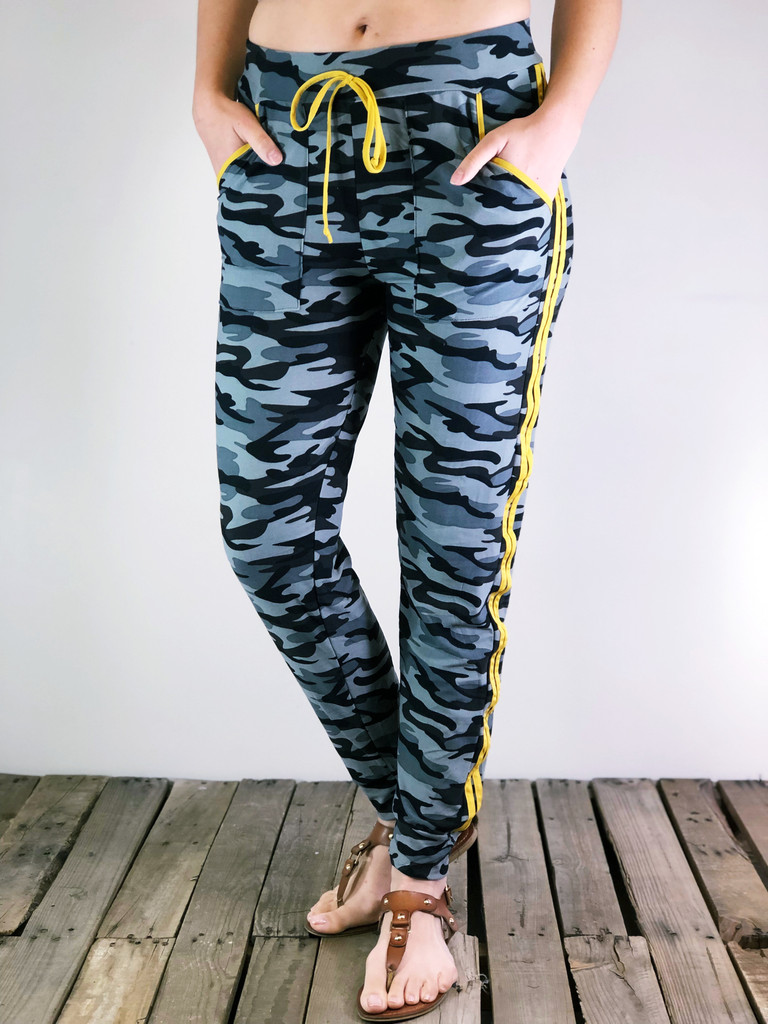 Jogger With Yellow Stripes- Alpha