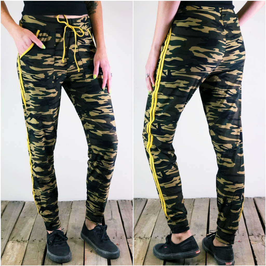 Jogger With Yellow Stripes- Delta