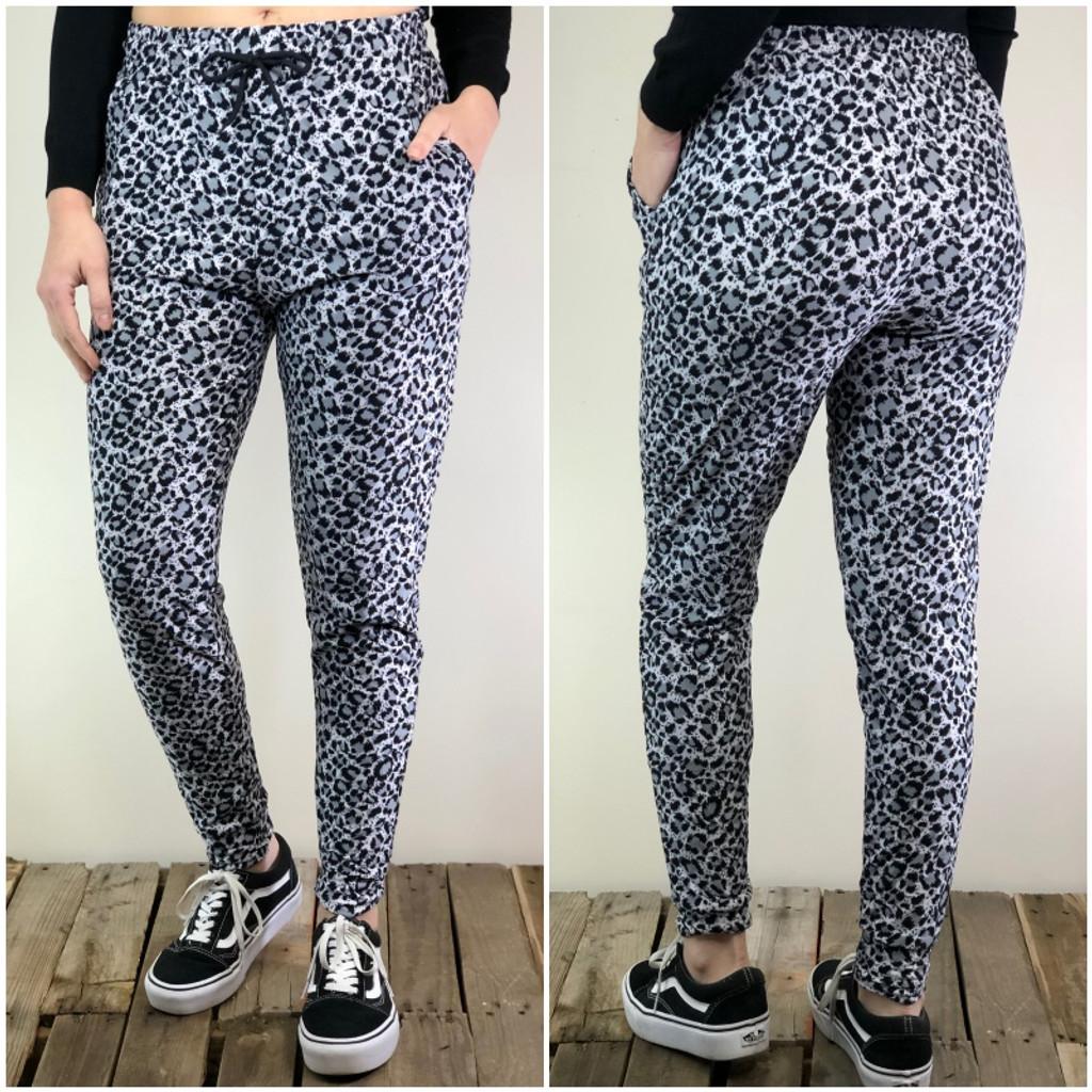 Jogger- Snow Leopard