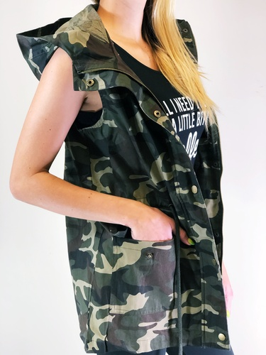 Hooded Camouflage Vest