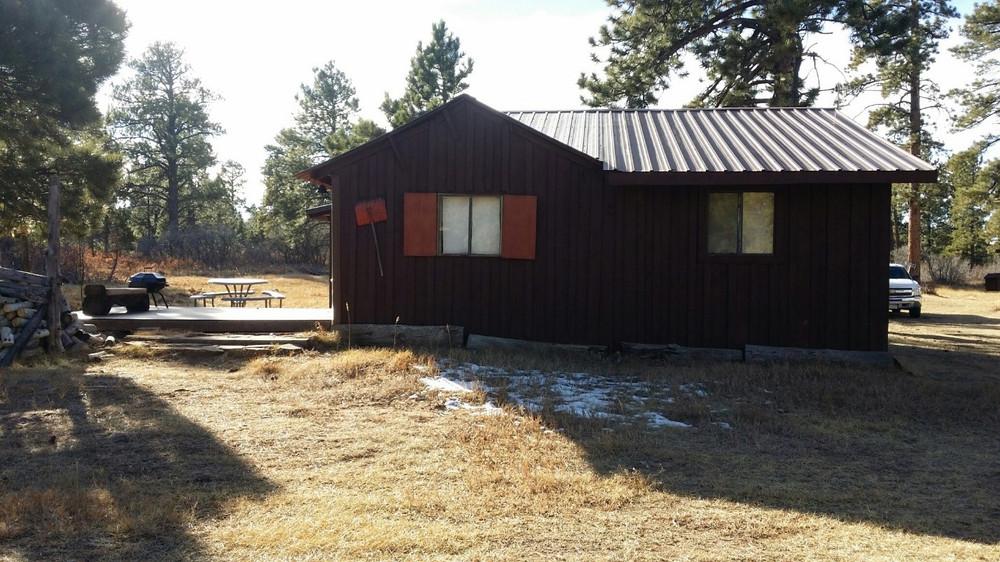 Hunting cabin in GMU061 near GMU062.