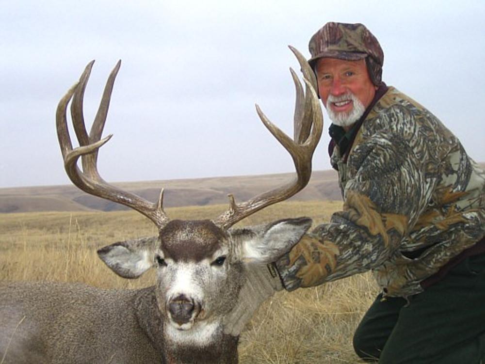 Nice wide muley buck.