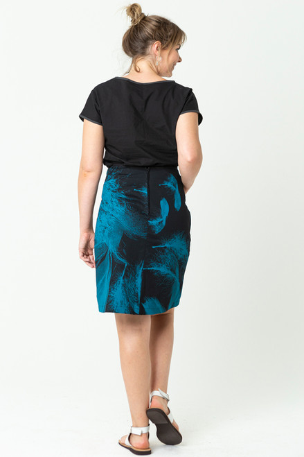 Pocket A-line short   feathers