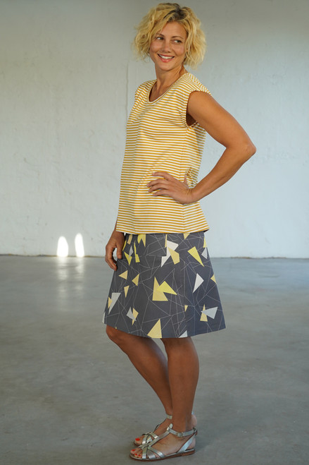 Side view with Bobby Top yellow/white stripe