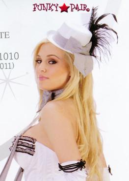 A1022, Small white ciarette hat