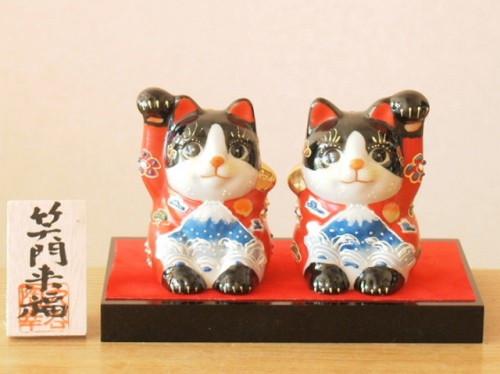 Kutani porcelain Maneki neko Japanese lucky cat Fuji Red Black H7.8cm set of 2