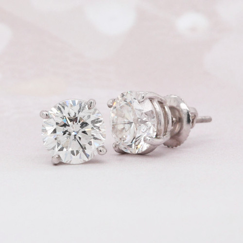 Round brilliant cut diamond solitaire earring