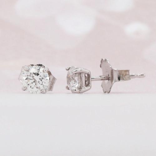 Round brilliant cut diamond solitaire earring