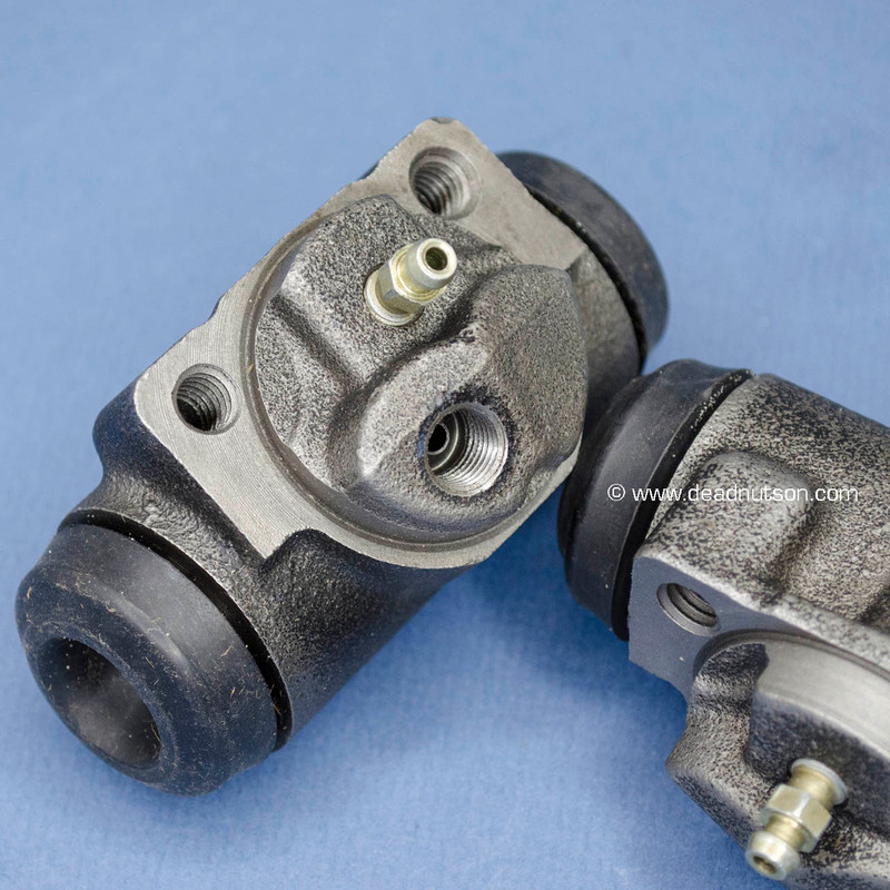 1968-69 Rear Brake Cylinders With Small Bleeder C6OZ-2262-A