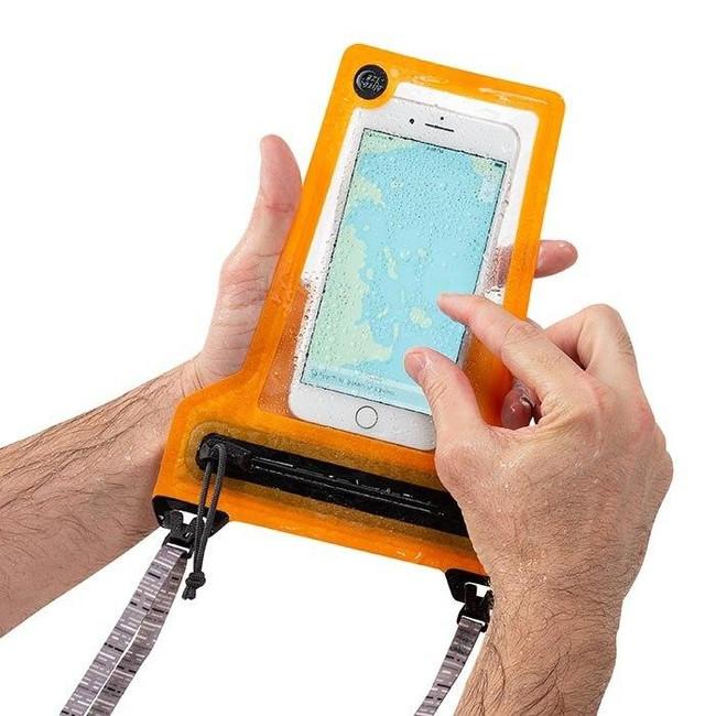 niteize-runoff-waterproof-phone-pouch-touchscreen