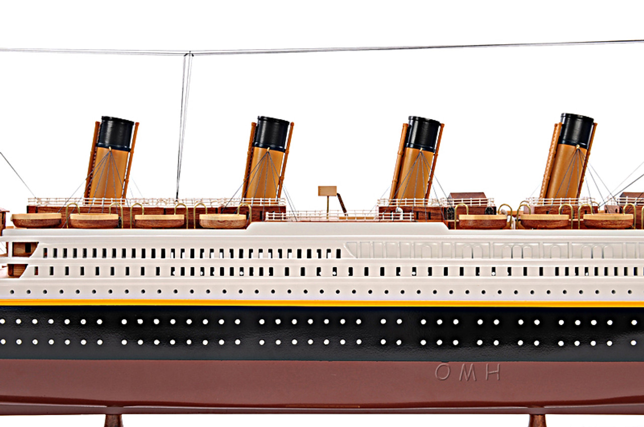 Titanic Ocean Liner Model Display Case White Star