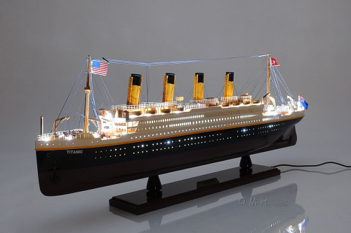 RMS Titanic Ocean Liner Model White Star