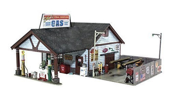 Woodland Scenics WOOBR5849 O Built-Up Ethyl's Gas & Service