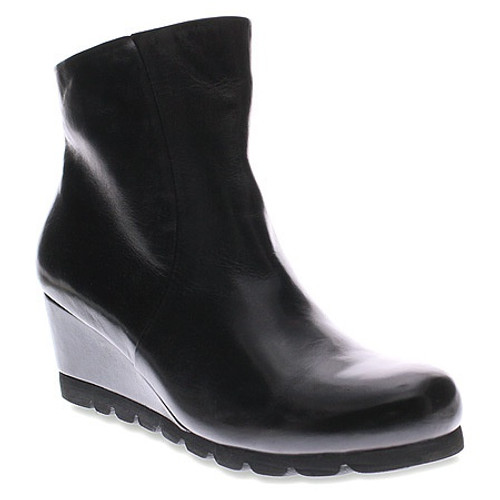 smooth Black pull on wedge boot.