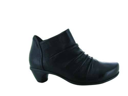 Naot Women's Advance - Soft Black Leather