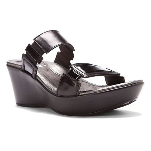 The Treasure is a fashionable 2.75 inch wedge with contrasting patent leathers