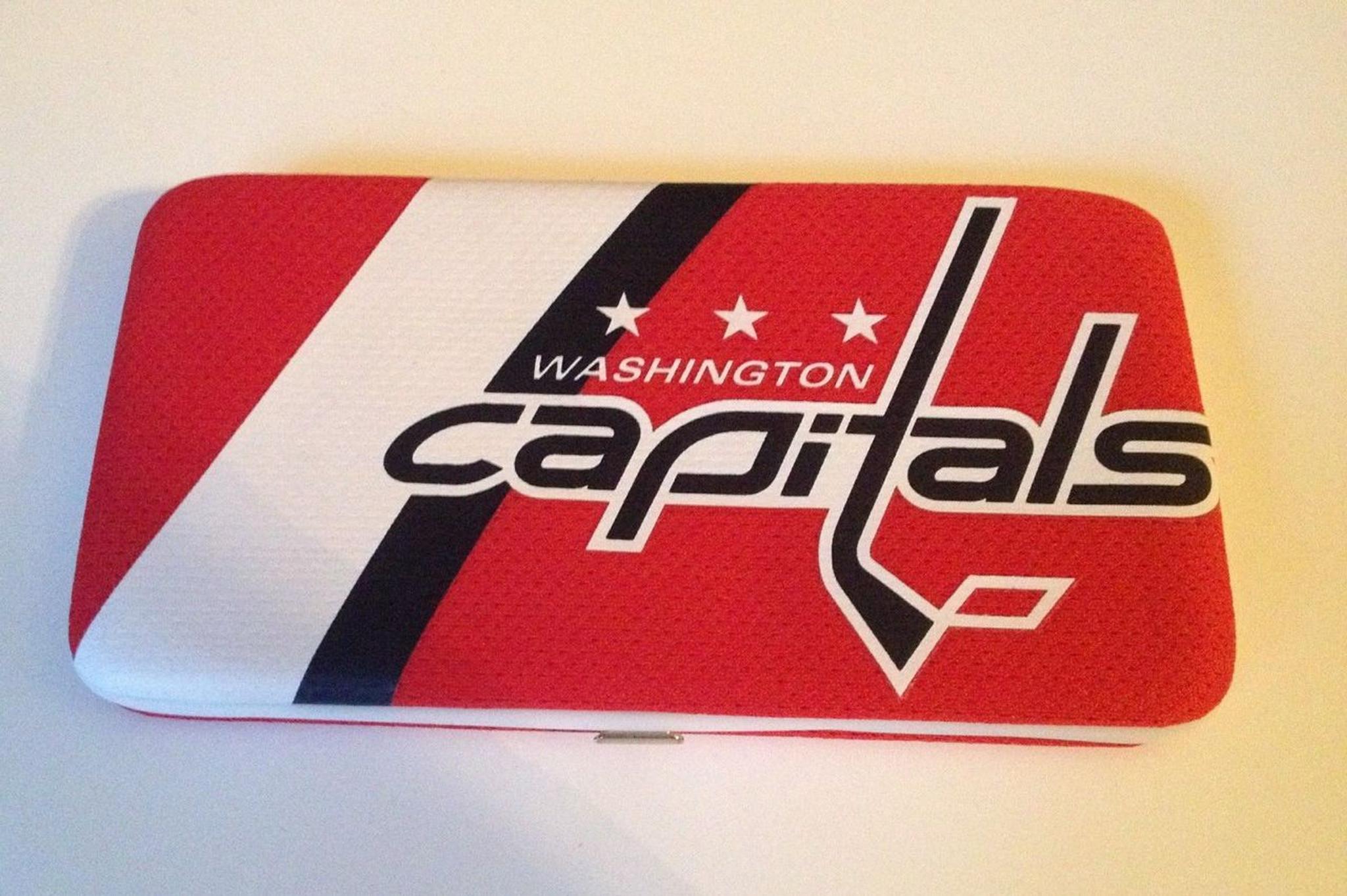 differently 91da3 c2627 Washington Capitals Jersey Clutch Shell Wallet