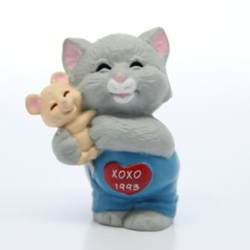 1993 Cat Hugging Mouse