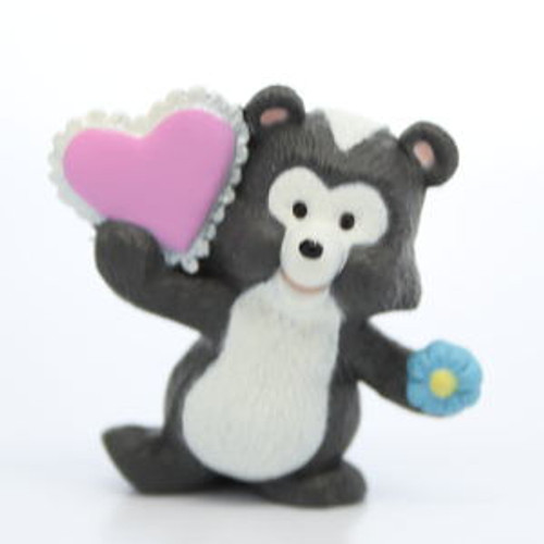 1993 Skunk With Ruffled Heart