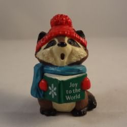 1989 Raccoon Caroler