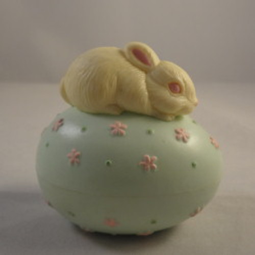 1983 Bunny On Pale Green Egg